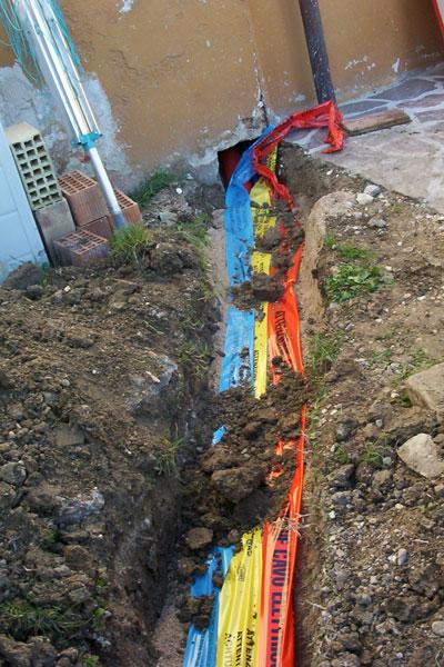 Opere di escavazioni per passaggio tubazioni interrate - Tubazioni gas metano interrate ...